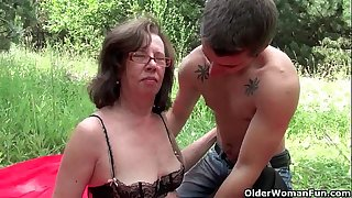 Granny acquires her arsehole invaded outdoors